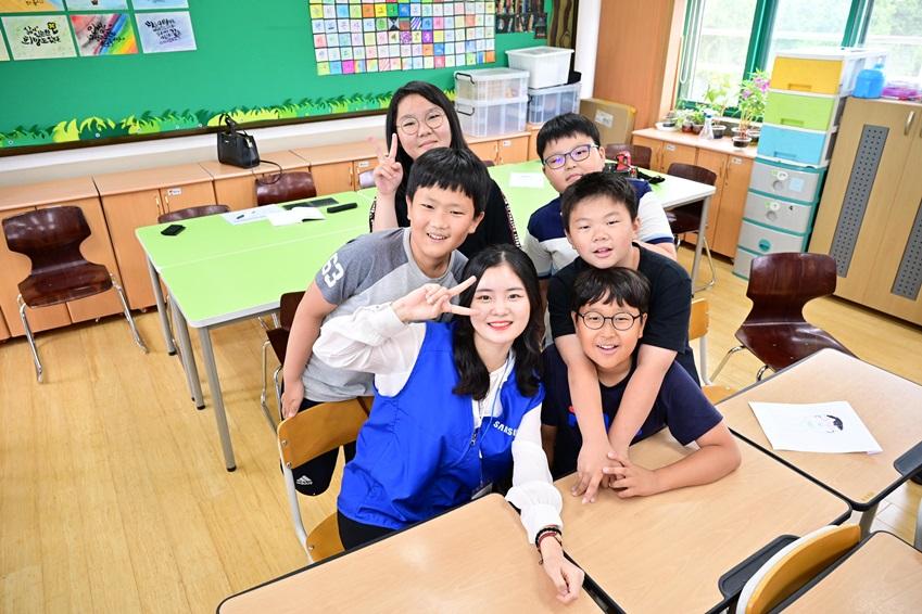군내 초등학교 학생들과 임직원 멘토단