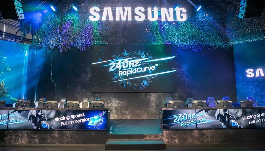 삼성전자는 8월 20일 개막한 '게임스컴 2019'서 최신 게이밍 모니터 3종을 공개했다. 삼성 토너먼트 게임 존에서 게이머들이 240Hz 고주사율의 'CRG5' 27형을 체험하고 있다.