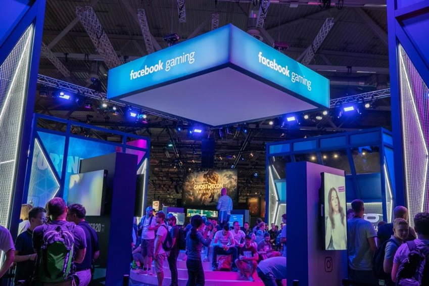 △ 삼성전자와 파트너십을 맺은 페이스북 게이밍 부스에서 많은 관람객들이 게임에 참여하고 있다