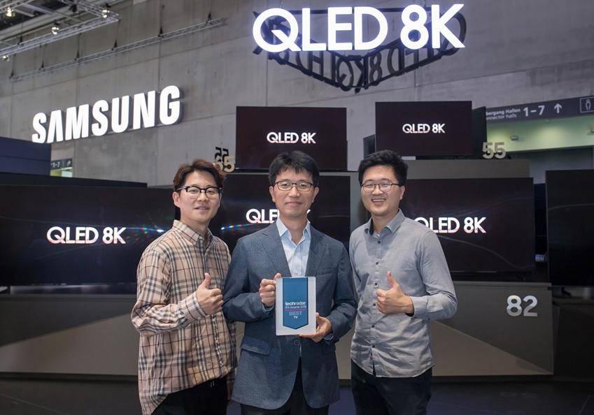 독일 베를린에서 9월 11일까지 열리는 유럽 최대 가전 전시회 'IFA 2019'에서 삼성전자 QLED 8K 55형이 영국 유명 전문 리뷰매체 '테크레이더(Tech Radar)'가 선정한 'IFA 2019 최고 TV'에 선정되었다.