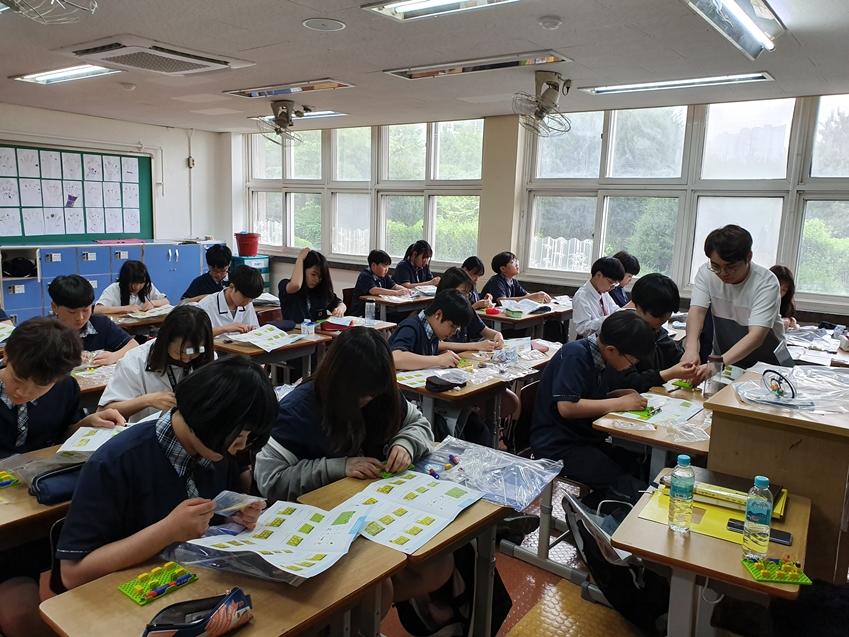 반도체 과학 교실의 수업 모습