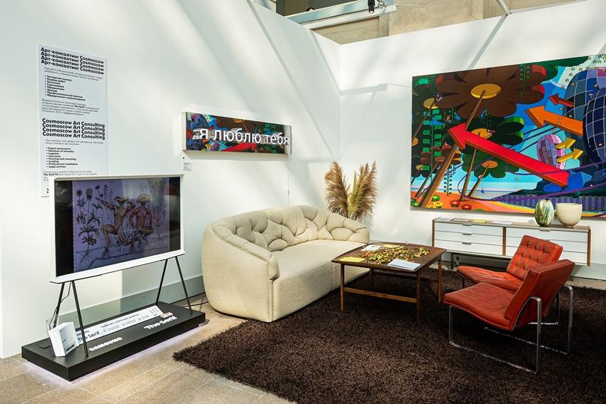 지난 9월 러시아 모스크바에서 진행된 '코스모스코(Cosmoscow) 2019' 미디어 행사와 전시 공간을 통해 삼성전자 라이프스타일 TV '더 프레임', '더 세리프'가 관객들에게 소개되고 있다.