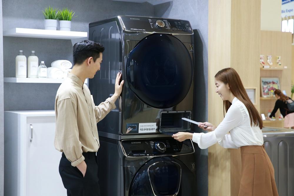 삼성전자가 8일부터 11일까지 서울 코엑스(COEX)에서 개최되는 '2019 한국전자전(KES 2019)'에 참가해 다양한 혁신 제품들을 선보이며, 특별한 라이프스타일을 제안한다.