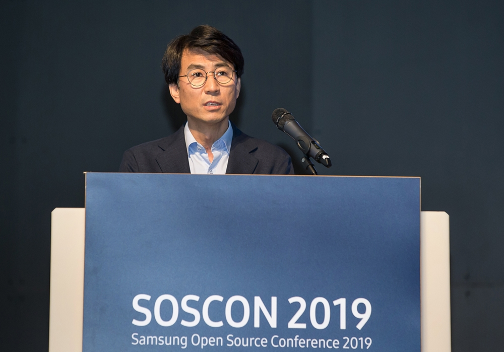 16일 삼성전자 서울 R&D 캠퍼스에서 열린 '삼성 오픈소스 콘퍼런스'에서 삼성리서치 조승환 부사장이 환영사를 하고 있다.