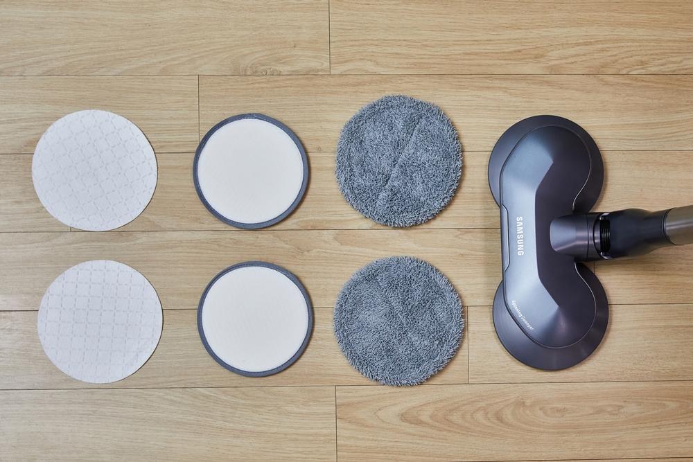 삼성제트 물걸레 브러시. 무선 물걸레 청소기 최초로 일회용 청소포를 적용했다.