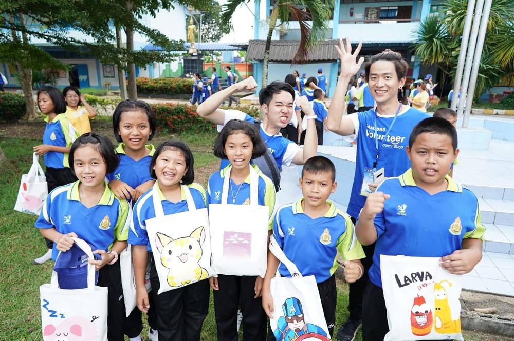 동남아 오세아니아 소외 지연 아이들과 삼성 임직원의 모습