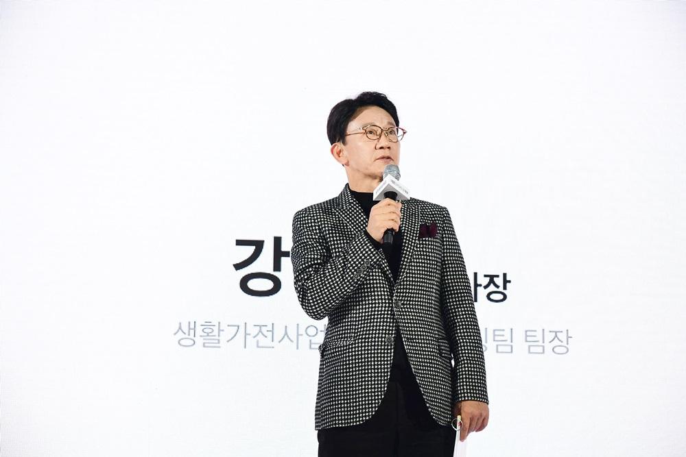 삼성전자 생활가전 사업부 전략마케팅팀 강봉구 부사장이 참석자들에게 인사말을 전하고 있다.
