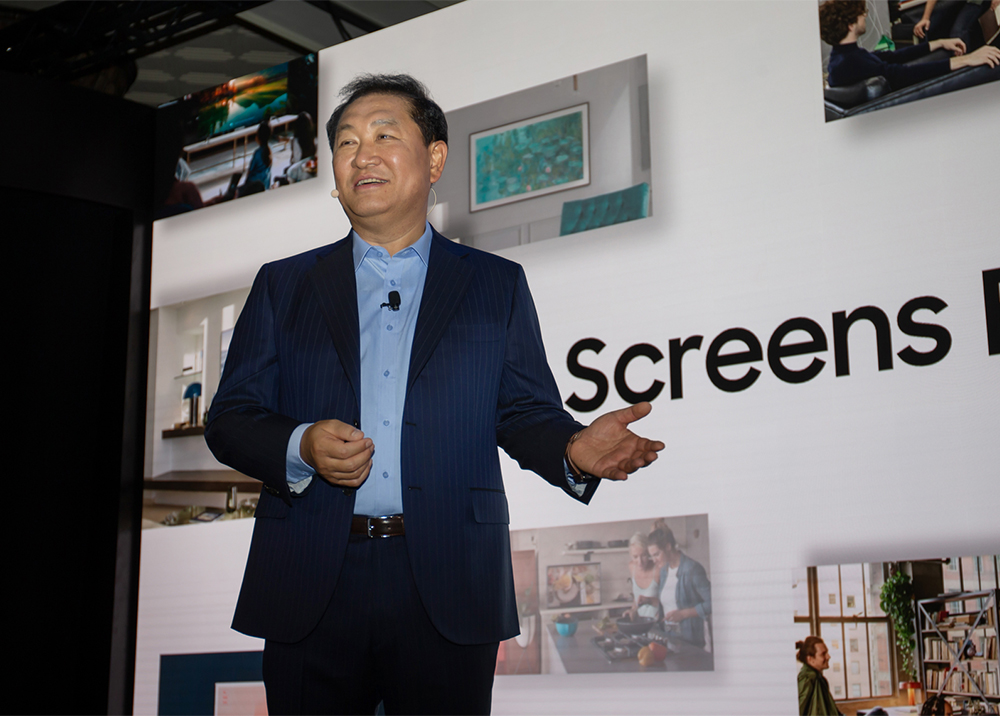 삼성전자 영상디스플레이 사업부장 한종희 사장이 삼성의 '스크린 에브리웨어(Screens Everywhere)' 비전을 발표하고 있다.
