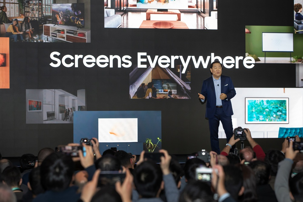 5일(현지시간) 미국 라스베이거스에서 열린 삼성 퍼스트 룩 행사에서 삼성전자 영상디스플레이 사업부장 한종희 사장이 삼성의 '스크린 에브리웨어(Screens Everywhere)' 비전을 발표하고 있다.