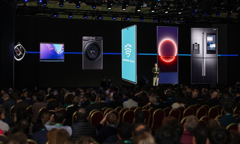 삼성전자는 6일(현지 시간) 미국 라스베이거스에서 'CES 2020 기조연설'에 참가해 미래 기술이 나아갈 방향을 제시한다. 삼성전자 김현석 대표가 CES 2020 기조연설을 통해 '경험의 시대(Age of Experience)' 를 주도할 삼성전자의 최신 기술과 제품을 설명하고 있다.