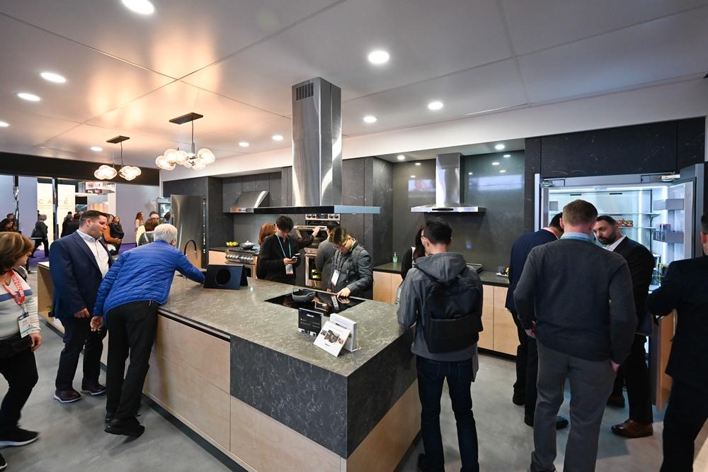 ▲ 데이코 부스에서는 Cook, Cool, Clean, Create를 주제로 삼성전자의 혁신 가전으로 꾸며진 주방을 볼 수 있다.