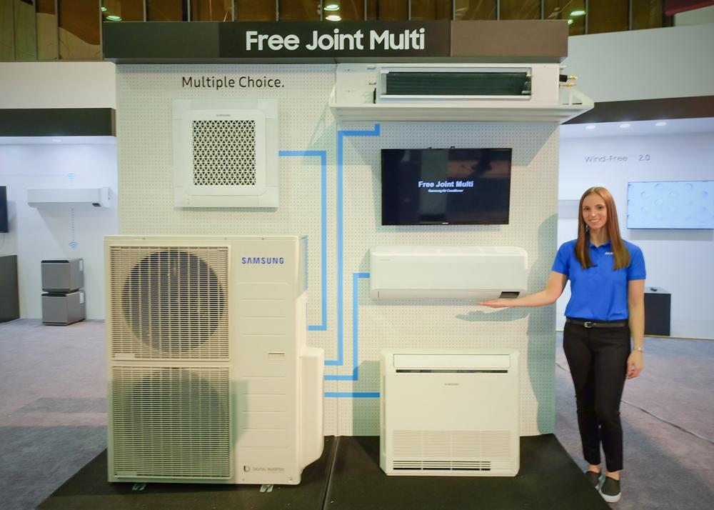 삼성전자가 3일부터 5일까지 미국 올랜도에서 개최되는 북미 최대 규모 공조 전시회 AHR EXPO 2020에 참가한다. 삼성전자 모델이 최대 5대 실내기 연결이 가능한 다배관 형태의 가정용 멀티(Free Joint Multi) 실외기와 실내기를 소개하고 있다.