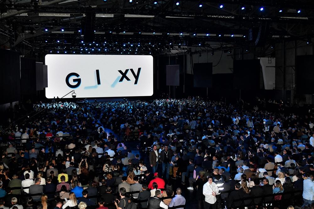 새로운 갤럭시 기기를 만나기 위해 몰린 참관객들이 '갤럭시 언팩 2020' 행사 시작을 기다리고 있다.