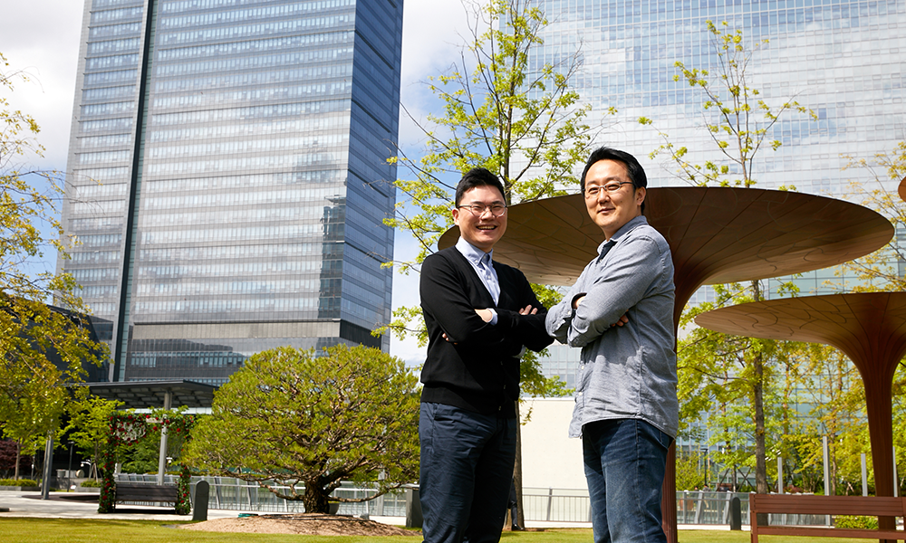 ▲ 갤럭시 S20 디스플레이 개발을 담당한 (왼쪽부터) 김정현, 류성원 엔지니어