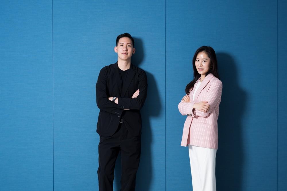 삼성전자 무선사업부 디자인팀 (왼쪽부터) 손목원, 김윤영 디자이너