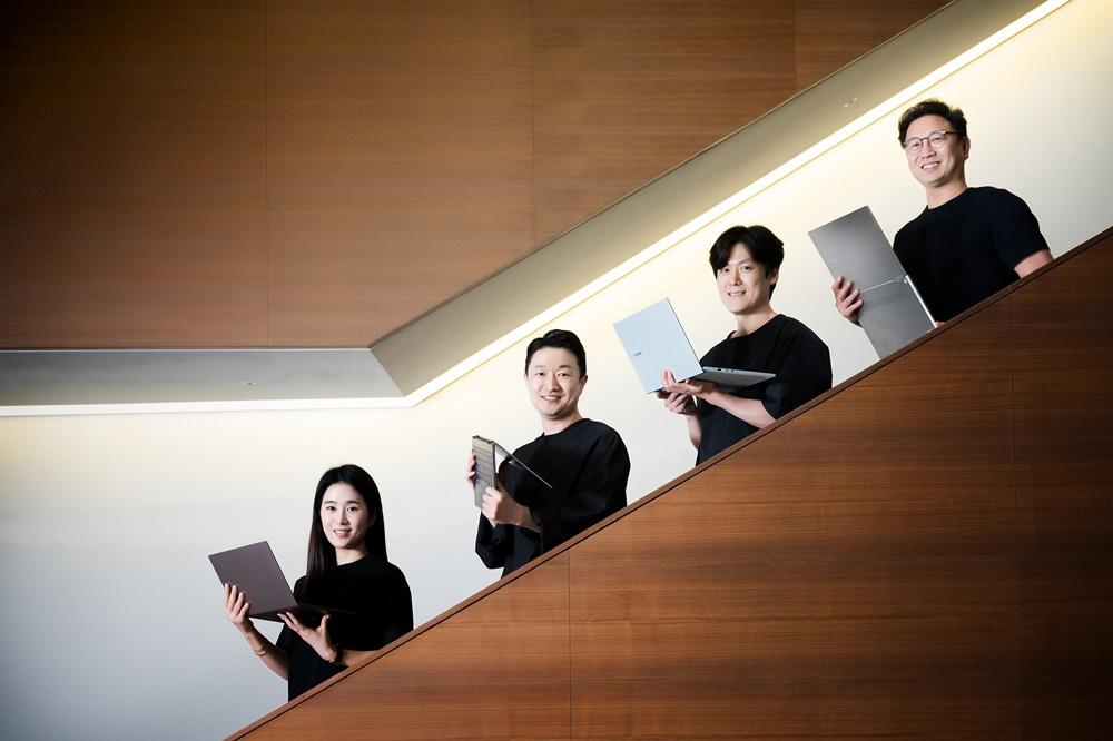 갤럭시 북 시리즈를 담당한 석호영 디자이너, 이동성 디자이너, 박혜성 디자이너, 신원준 프로