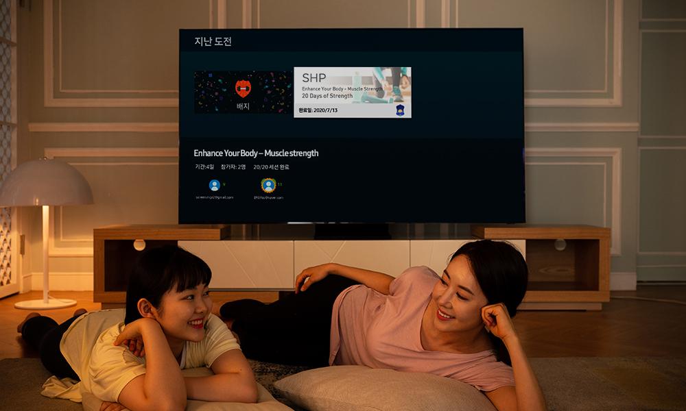 삼성 헬스 TV 앱으로 지난 도전을 살펴보는 모녀