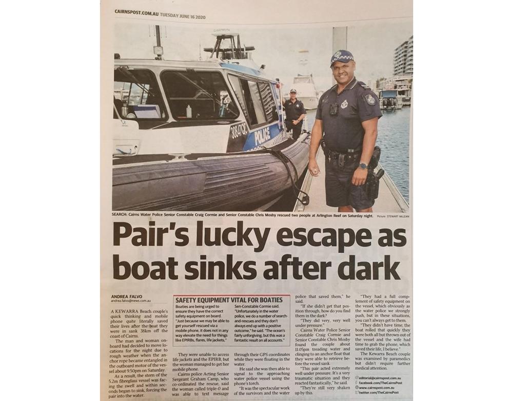 호주 부부가 보트 사고 후 구조된 내용을 다룬 신문 기사