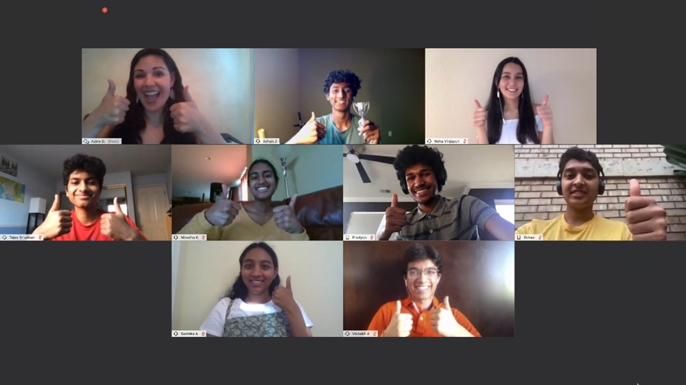 온라인으로 열린 2020년 참가자들(아래)