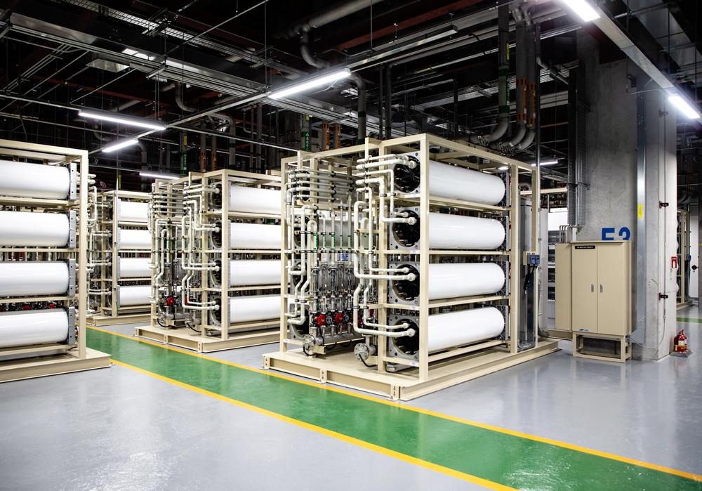 삼성전자 화성캠퍼스 그린센터내 CEDI(Continuous Electrodeionization) 설비 * CEDI : 전기 분해를 통해 오염물을 제거하는 설비