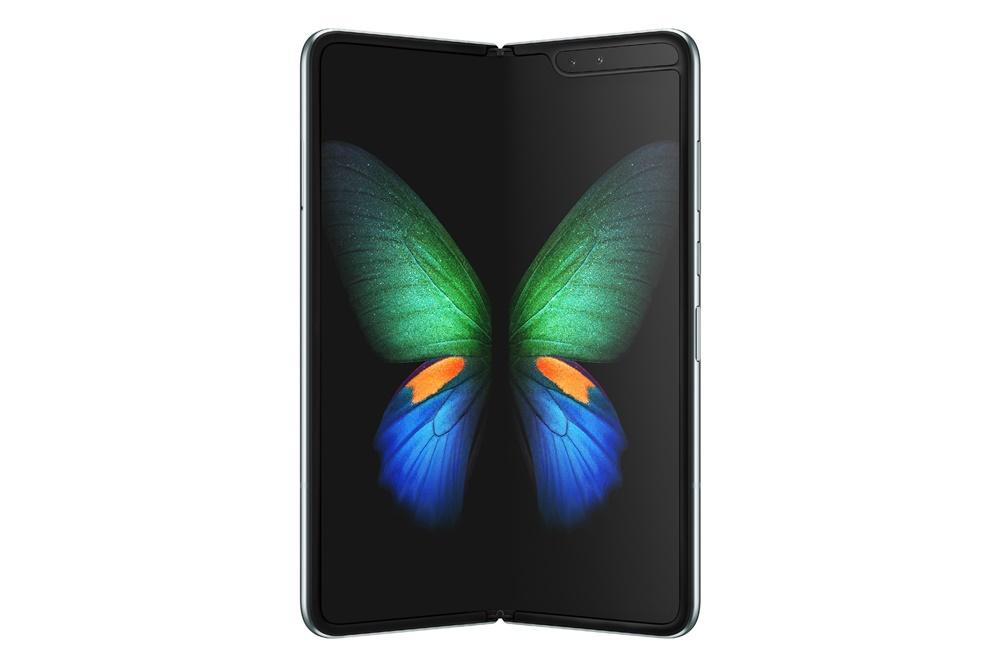 살짝 접혀진 '갤럭시 폴드 5G'의 제품 이미지