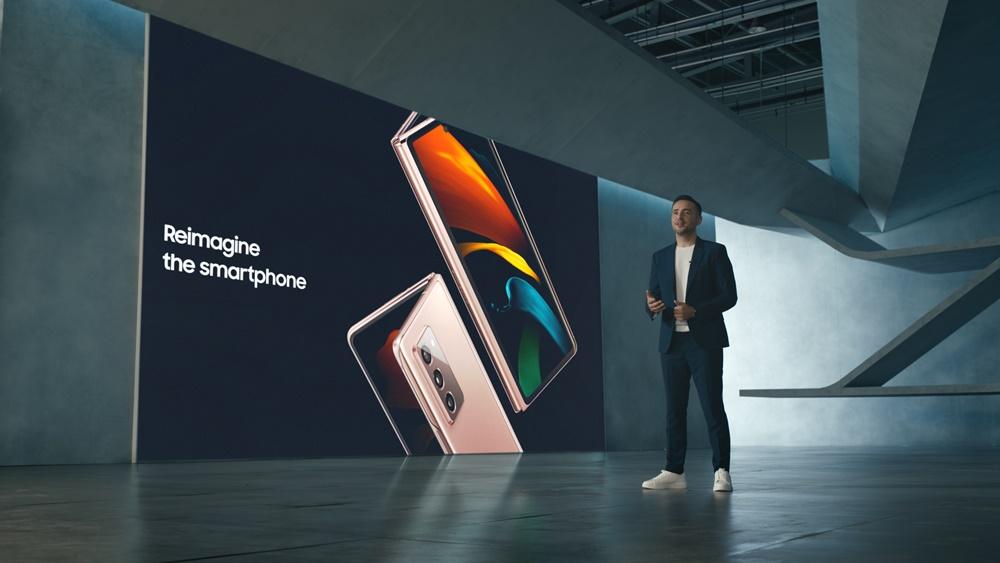 9월 1일 온라인으로 진행된 '삼성 갤럭시 Z 폴드2 언팩 파트 2'에서 삼성전자 무선사업부 엔터프라이즈 세일즈&마케팅담당 빅터 델가도(Victor DELGADO)가 '갤럭시 Z 폴드2'를 소개하는 모습