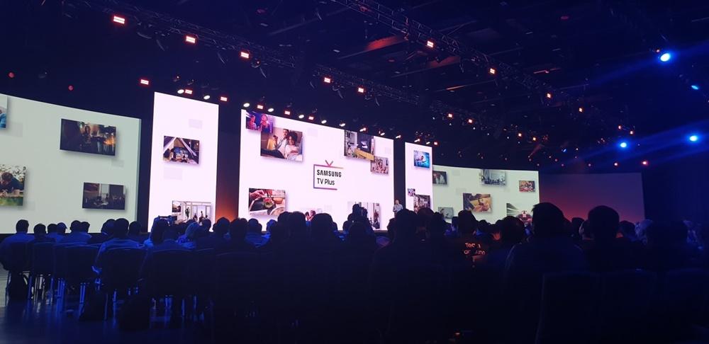 삼성 개발자 콘퍼런스 2019(SDC19)'에서 타이젠 OS를 공개하는 모습
