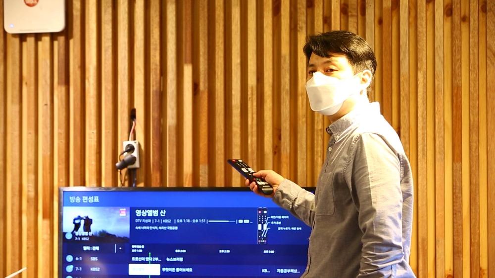 접근성 기능을 설명 중인 삼성전자 영상디스플레이사업부 이의윤 씨