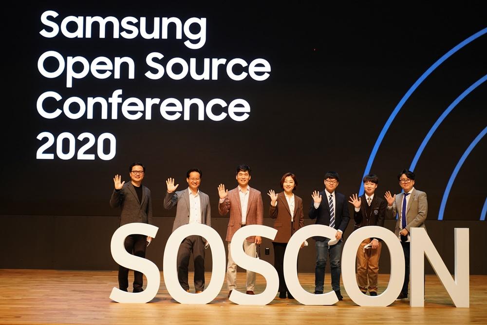 '제 7회 삼성 오픈소스 콘퍼런스(Samsung Open Source Conference'에 참석한 7명의 기조 연설자들 모습