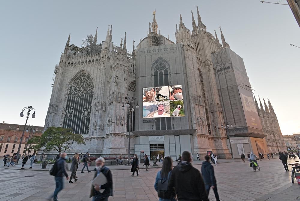 이탈리아 밀라노 두오모에 설치된 스마일 캠페인 #SamsungSmileStories