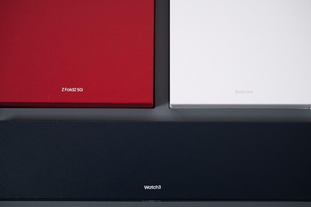 갤럭시 Z 폴드2 톰브라운 에디션 박스 내부 구성 모습