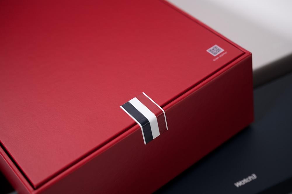 갤럭시 Z 폴드2 톰브라운 에디션 기기 레드 컬러 박스