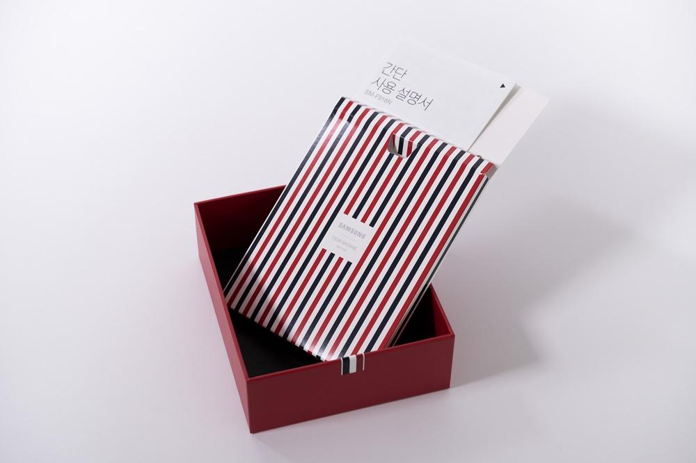 갤럭시 Z 폴드2 톰브라운 에디션 기기 박스와 간단 사용 설명서