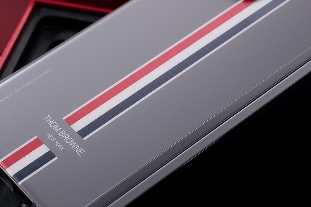 갤럭시 Z 폴드2 톰브라운 에디션 기기