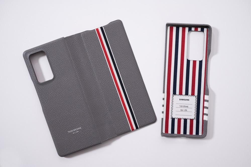 갤럭시 Z 폴드2 톰브라운 에디션 기기 커버
