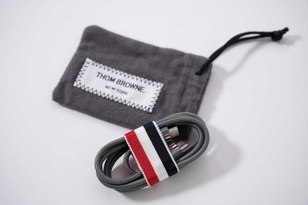 갤럭시 Z 폴드2 톰브라운 에디션 기기 충전 선과 주머니