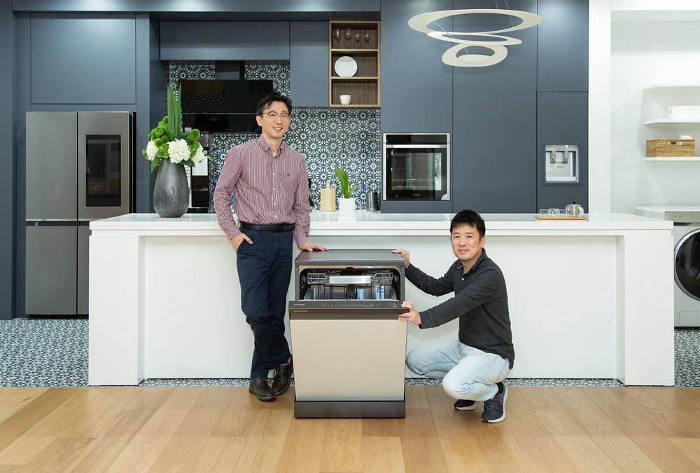 (왼쪽부터) 삼성전자 생활가전사업부 식기세척기개발Lab 류중찬 프로, 상품전략팀 김문수 프로