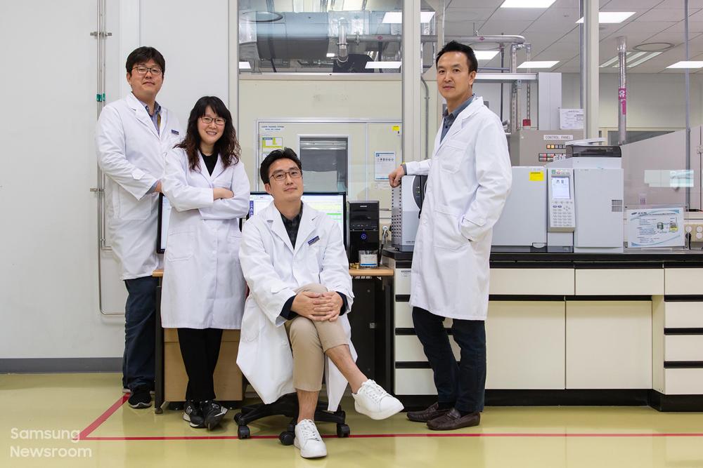 에코라이프랩 연구원들의 단체 사진 모습