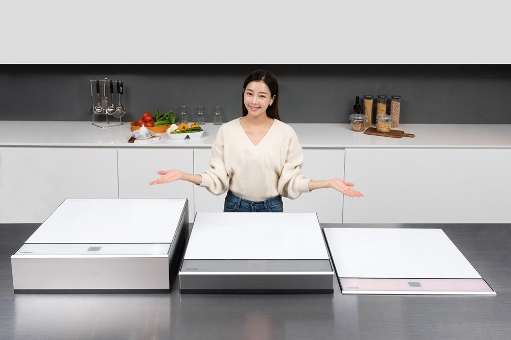 삼성전자 모델이 수원 삼성전자 디지털시티 프리미엄하우스에서 차별화된 디자인과 국내 최고 수준의 화력을 갖춘 '삼성 비스포크(BESPOKE) 인덕션' 신제품을 소개하고 있다.