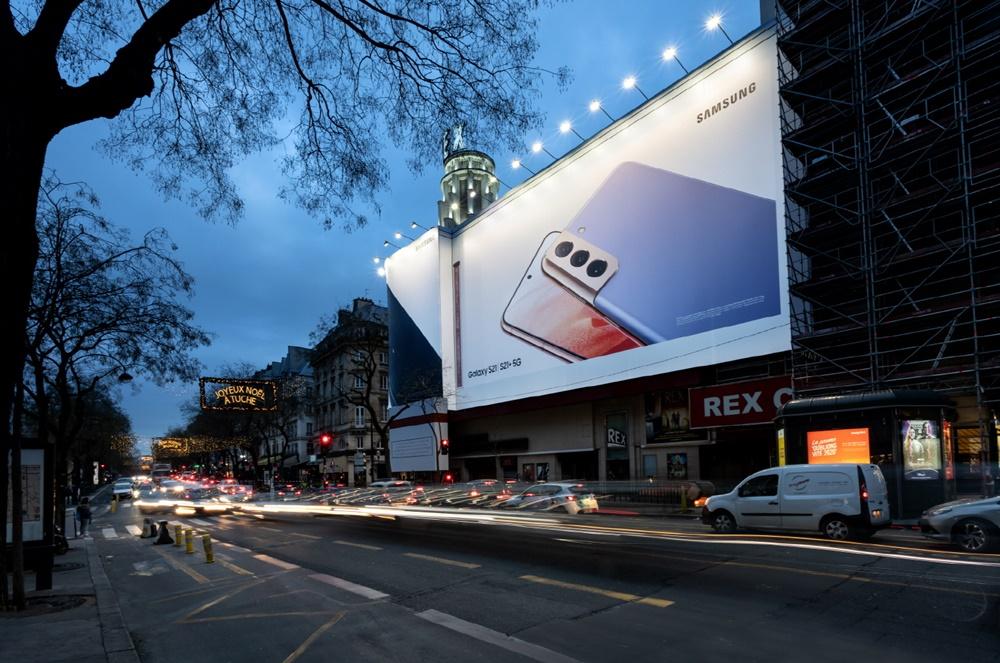 프랑스 파리 르 그랑 렉스(Le Grand Rex) 극장에 설치된 '갤럭시 S21' 옥외 광고 모습