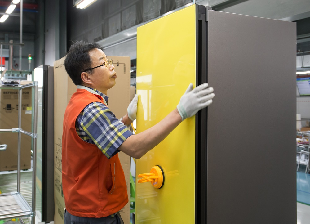 삼성 비스포크 냉장고 생산라인_출하량 100만대 돌파(1)