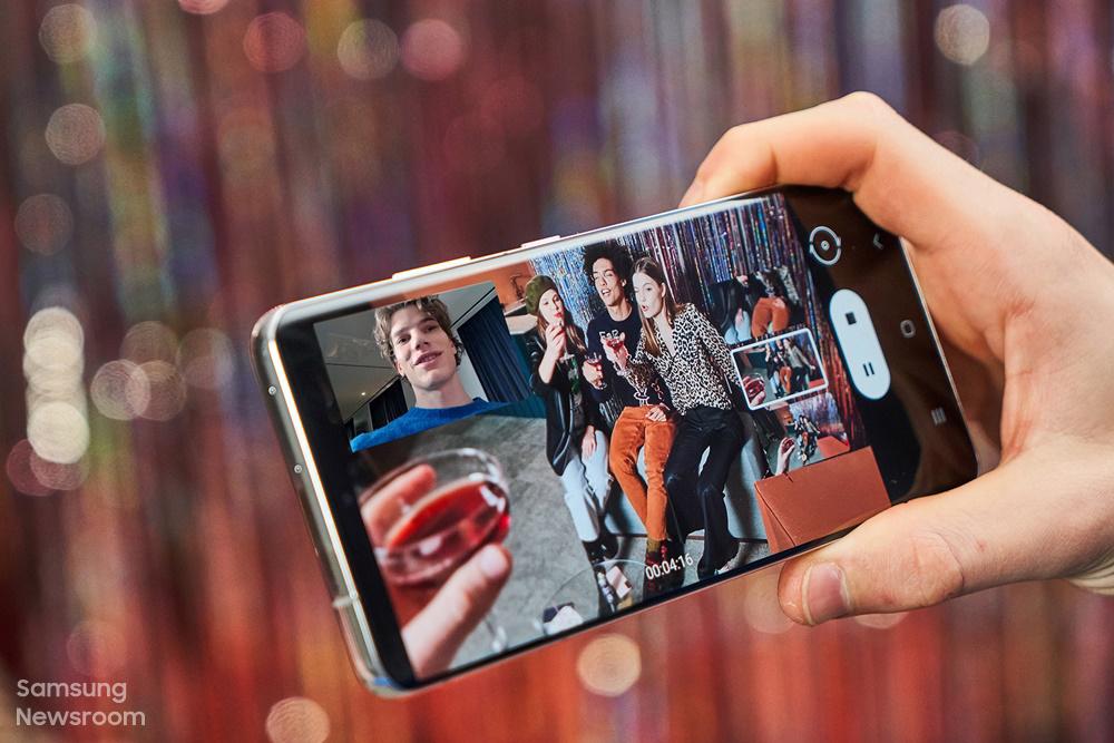 s21에서 구동한 디렉터스 뷰와 전면과 후면이 같이 보이는 화면