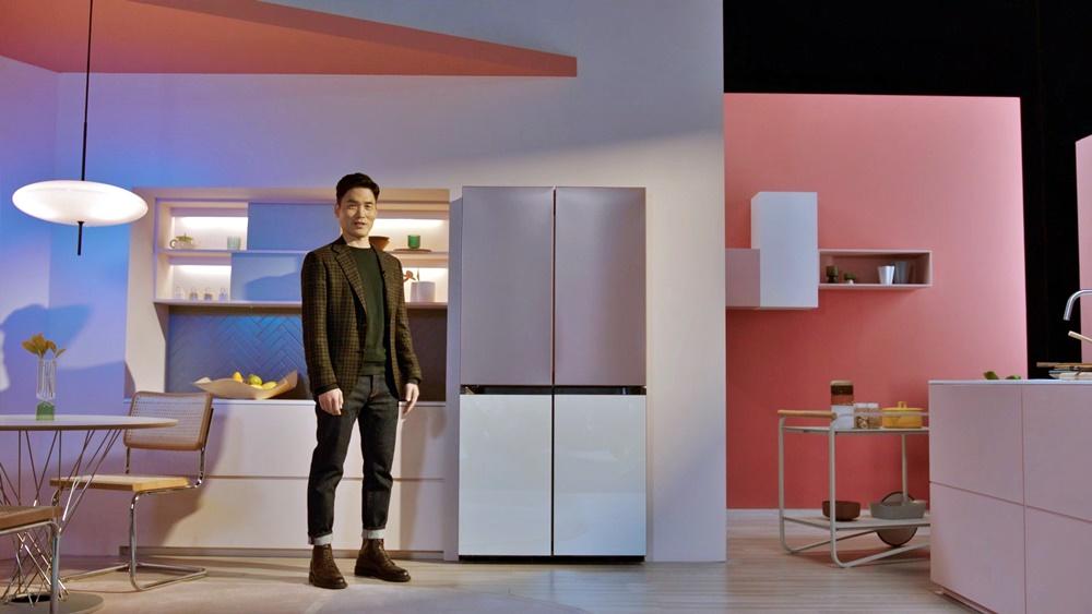 삼성전자 승현준 사장이 CES 2021 삼성 프레스컨퍼런스에서 '비스포크(BESOPKE)' 냉장고를 소개하고 있다.