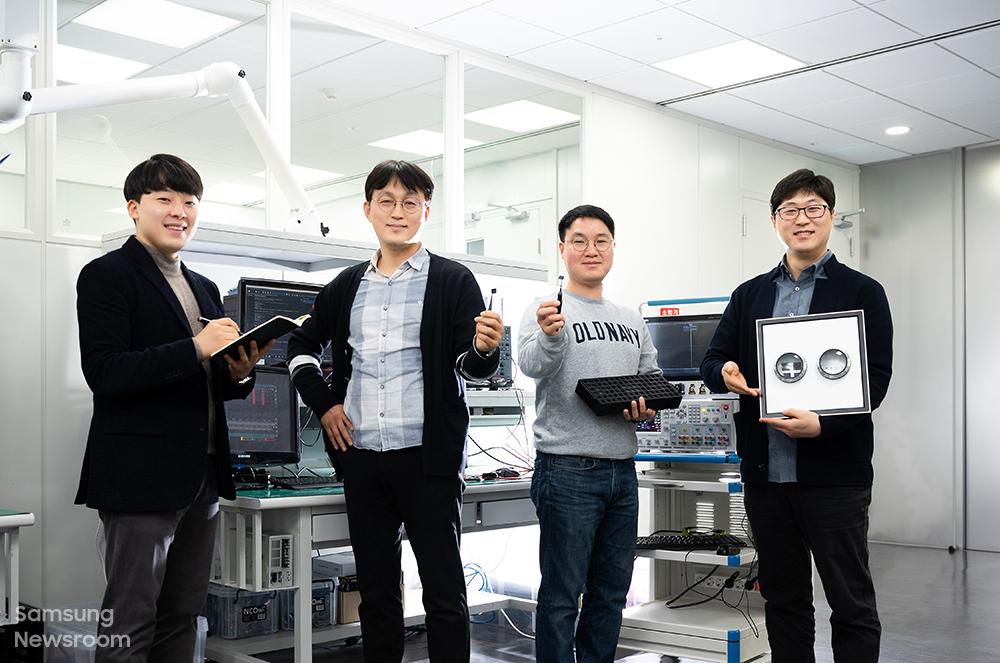(왼쪽부터) '미니 LED 구동 IC' 개발에 참여한 삼성전자 S.LSI사업부 김경택, 김형태, 강상구, 유성종 씨