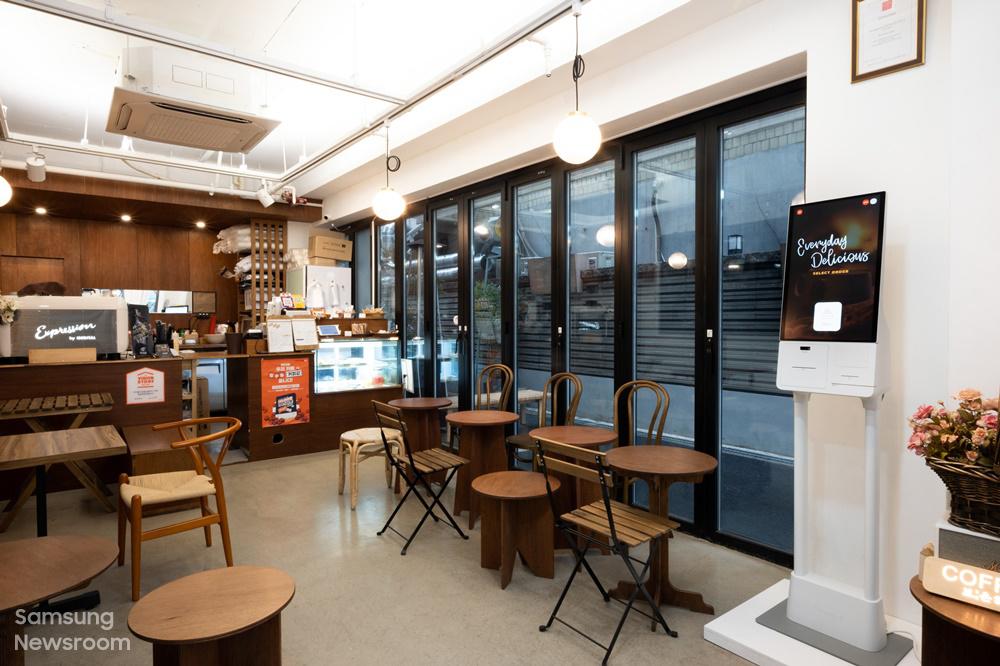 서울 영등포구 양평동에 위치한 '카페 보은하다에 설치된 삼성 키오스크