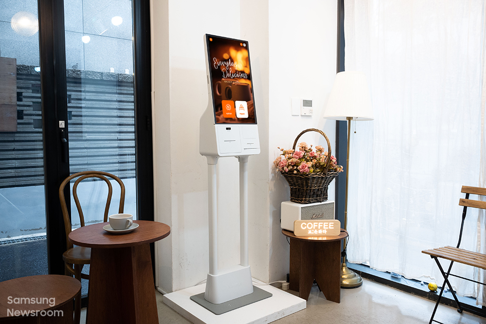 카페 보은하다에 설치된 삼성 키오스크 모습