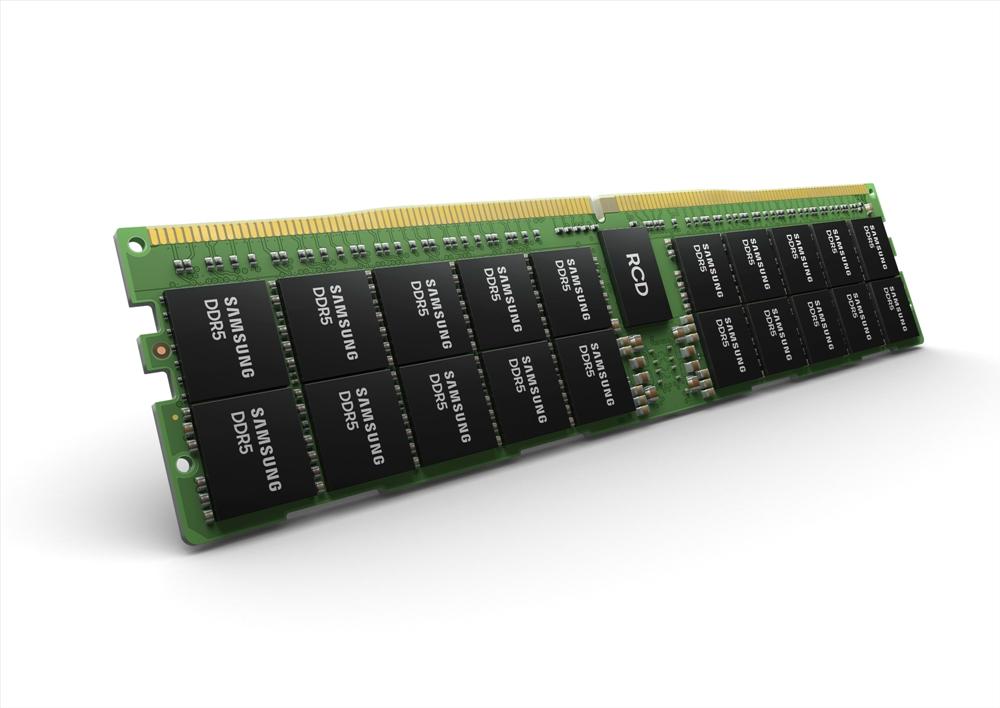 측면으로 보이는 삼성전자 512GB DDR5