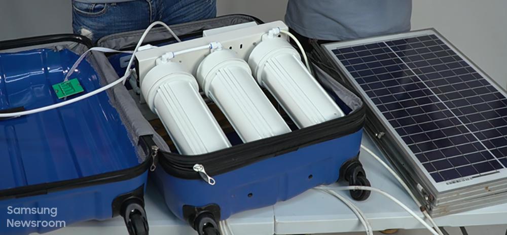 태양 전지판을 부착한 휴대용 해수 담수화 장치 '음바레틱스(MBARETICS)'