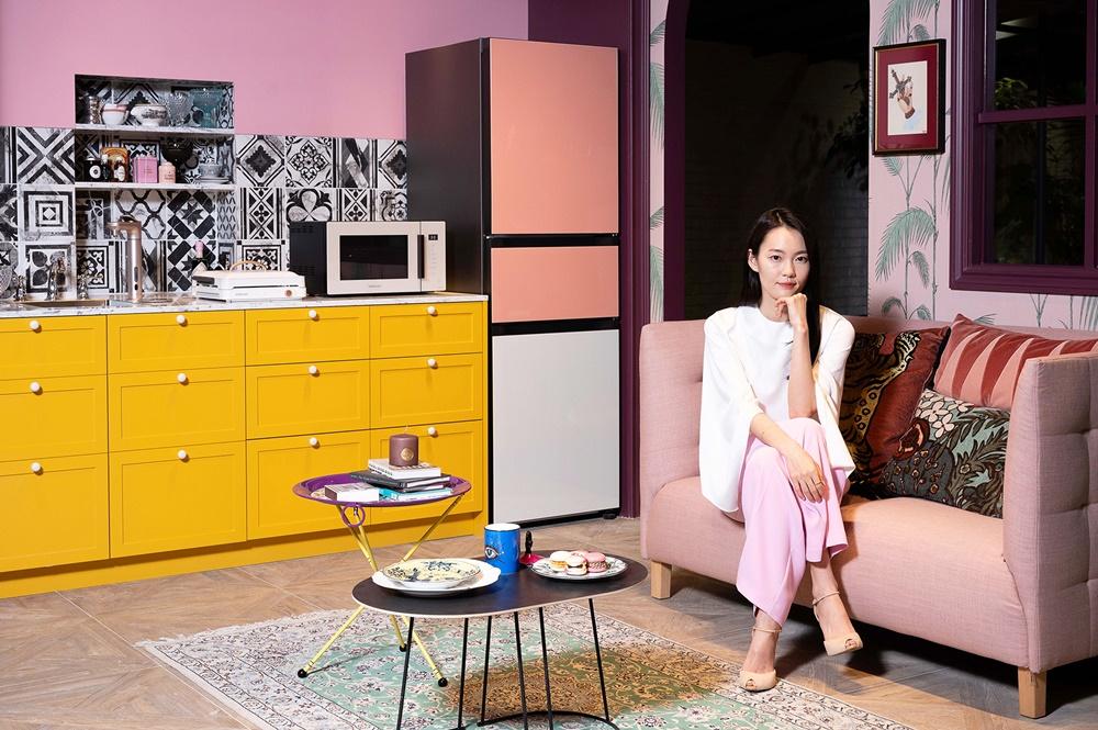 삼성전자 모델이 삼성디지털프라자 강남본점에서 비스포크 홈 신제품들을 소개하고 있다.