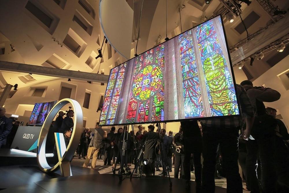 ▲ 2017년 CES에서 최초로 공개된 삼성 QLED TV